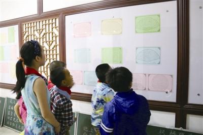 学生硬笔书法比赛按年段要求用铅笔、钢笔书写,教师书法比赛分为图片